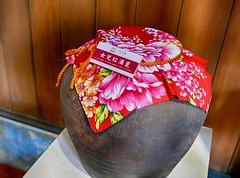 女兒紅  Daughter Red (葉 正道 Ben(busy)) Tags: linˍmaoyang 林懋陽 taichung taiwan pottery 陶器 antiquities 古物 女兒紅 daughterˍred 紹興酒 shaoxingˍwine 客家花布 hakkaˍprintedˍcloth wineˍtank 酒甕 culture 文化 red 紅色