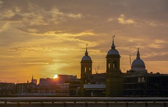 Golden egg caught over City of London. (somponchoosong) Tags: england unitedkingdom mellowyellow yellow orange ray goldenlight mellow evening london cityoflondon sun sunset