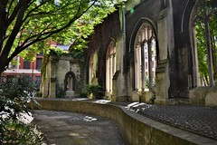 A lovely place | St. Dunstan-in-the-East (London). (Photography by Eric Hentze) Tags: london londoncity lost place lostplaces garden uk beautiful greatbritain grosbritannien england church old oldtown public st dunstanintheeast stdunstanintheeast stdunstan dunstan centrallondon ruin nikon nikond7100 outdoor d7100 erichentze travel 2017 colour street lovely idol lane