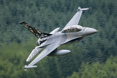 'Semper Vulture' (benstaceyphotography) Tags: operationalconversionunit sempervulture lockheedmartin lowlevel fightingfalcon machloop baf belgian air component force f16 belgium wales aircraft military aviation nikon plane fast jet 30th 30 year ocu special tail viper fb24