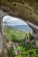 Le rocher percé - Lemps (26) - France (Romain VENOT) Tags: rocherpercé rocks holes geology géologie caves abris montagnes drôme baronniesprovençales parcnaturel randonnées sommets vue nikon d5300 tokina