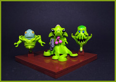 Hunter Gruin and his Seekers (Karf Oohlu) Tags: lego moc minifig character limegreen aliens