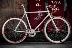 """Proyecto Fixie """"GALGO"""" terminado. #fixie #bici #blanca #fixed #galgo #ride #casadebicis #madrid #white #piel #bicycle #leather #transporte #free #marron #brown (zgzquique) Tags: fixie bici blanca fixed galgo ride casadebicis madrid white piel bicycle leather transporte free marron brown"""