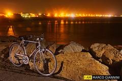 Pedali e luce (Marco Giannini foto) Tags: marco giannini nikon d3100 nital montalto di castro viterbo vt mare sea bicicletta flash andoeer
