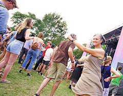 Find a band that makes you dance like The Feelies make this couple dance. (kirstiecat) Tags: pitchforkmusicfestival pitchfork pfork people strangers dancing dance ageism beauty beautiful thefeelies festival