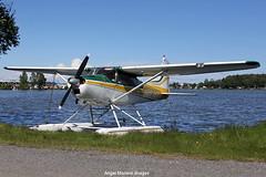 Private / Cessna 185 Skywagon / N9875X at Lake Hood Seaplane Base, Anchorage, Alaska. (Angel Moreno Photography) Tags: private cessna185skywagon n9875x lakehood seaplanebase anchorage alaska airplane plane aircraft planespotter