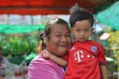 large lady, small boy (the foreign photographer - ฝรั่งถ่) Tags: may242015nikon large lady small boy red shirt khlong lat phrao portraits bangkhen bangkok thailand nikon d3200