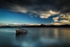 Abandoned boat II (Sergio Nevado) Tags: barca boat abandonada abandoned larga exposicion long exposure paisaje waterscape cielo sky nubes clouds pantano landa ulibarri alava araba pais vasco euskadi basque country