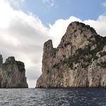 Rochers, falaises, arrivée sur la côte sud, Capri, Campanie, Italie. thumbnail