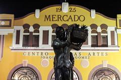 1925 (faneeeeeeeeeeeh) Tags: manati streetphotography nightphotography lights worker plazadelmercado puertorico