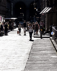 Chiaroscuro (kurjuz) Tags: firenze italia chiaroscuro contrast highlights intothelight people street