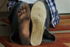 dirty feet - indoor 631 (dirtyfeet6811) Tags: feet soles barefoot dirtyfeet dirtysole chucks