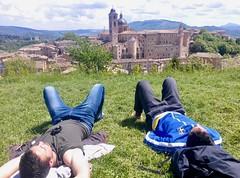 Urbino 2017 – Riposo at the Fortezza di Albornoz (Michiel2005) Tags: view uitzicht fortezzadialbornoz albornoz fortezza men man mannen riposo siesta urbino italia italy italië marche marken demarken