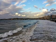 Otra de Gijon. Playa de San lorenzo. Asturias-España. (nora2santamaria) Tags: asturias playas beach nubes cielos agua mar cantabrico