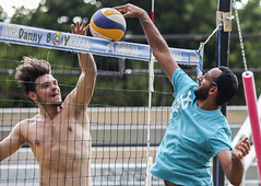 Who's blocking (Danny VB) Tags: beachvolleyball jmance jam volleyball blocking hitting sports canon downtown montreal july confrontation juillet été whoisblocking canoneos5dmarkiii 5d mk3 mkiii ef135mmf2lusm canonef135mmf2lusm 135mm 135f2