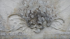 Skull on gravestone, St Mary's Church, Perivale (John Steedman) Tags: london uk unitedkingdom england イングランド 英格兰 greatbritain grandebretagne grossbritannien 大不列顛島 グレートブリテン島 英國 イギリス ロンドン 伦敦 stmarys church perivale churchyard friedhof cemetery grave monument cgth graveyard cementerio cimetière tomb