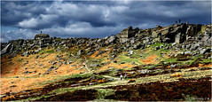 Stanage Edge (Fermat 48) Tags: stanageedge hikers derbyshire landscapr rock millstones clouds canon eos digital 7dmarkii