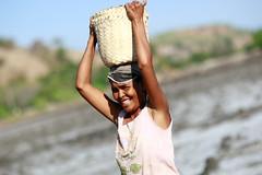 Salt making in Ulmera - 17-09-09-9 (undptimorleste) Tags: timorleste hard labor pans salt seaseaslat ulmera woman women work