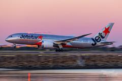 VH-VKB JQ B787 34L YSSY-2336 (A u s s i e P o m m) Tags: mascot newsouthwales australia au jetstar jetstaraustralia jq boeing b787 dreamliner syd yssy sydneyairport