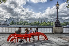 the red bench ... (miriam ulivi) Tags: miriamulivi nikond7200 england london panchinarossa redbench coppie couples lampione lamp edifici buildings alberi trees thames fiume river nuvole clouds people streetscene colorful