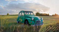 2CV (Max Brocel) Tags: green car 2cv abandoned field france french voiture vert morning sunrise soleil herbe grass 50mm wideangle brenizer canon 750d