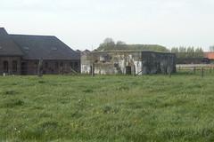 Duitse bunker Sinner Farm, Moorslede (Erf-goed.be) Tags: moorslede bunker sinnerfarm archeonet geotagged geo:lon=30949 geo:lat=508579 westvlaanderen