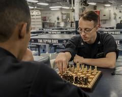 Anglų lietuvių žodynas. Žodis chess move reiškia šachmatų perkelti lietuviškai.