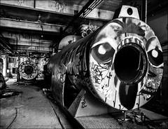 Les tubes mystérieux... (vedebe) Tags: abandonné usine usinedésaffectée decay urbain urbex ville city rue street noiretblanc netb nb bw monochrome