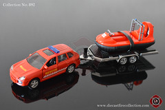 No. 892 | SIKU | Porsche Cayenne Turbo Rescue With Scout Hovercraft (www.diecastfirecollection.com) Tags: diecast metal model toy emergency fire feuerwehr bomberos pompiers fuoco department fd 164 collection siku porsche cayenne turbo rescue scout hovercraft