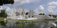 Wat Rong Khun, el Templo Blanco de Chiang Rai, Tailandia (Edgardo W. Olivera) Tags: panasonic lumix gh3 microfourthirds microcuatrotercios asia watrongkhun templo temple temploblanco whitetemple thailand tailandia chiangrai sudesteasiático art arte sea