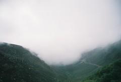 (Helena Costa.) Tags: serra da estrela covilhã portugal mountains fog vale glaciar zêzere nikon f65 35mm analog fujifilm fujicolor c200