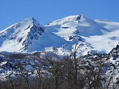 Nevado de Chillán y su Pirámide. (Mono Andes) Tags: andes chile chilecentral regióndeñuble volcán volcano volcanoe nevadodechillán ski skitour randonné esquí invierno shangrila