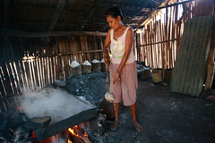 Salt making in Ulmera - 17-09-09-17 (undptimorleste) Tags: timorleste hard labor pans salt seaseaslat ulmera woman women work
