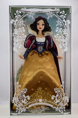 2017 D23 Snow White Limited Edition 17 Inch Doll - Disney Store Purchase - Deboxing - Front Cover Off - Full Front View (drj1828) Tags: d23 2017 expo purchases merchandise limitededition artofsnowwhite snowwhiteandthesevendwarfs snowwhite princess deboxing le1023