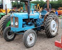 WUD 986X (Nivek.Old.Gold) Tags: 1964 fordson super major tractor cheffins