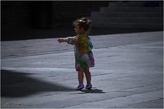 È là ! (GiophotoArt) Tags: bolle bologna piazza children