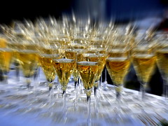 Man soll die Feste feiern .._1260427-001 (fugun) Tags: sekt sektgläser unschärfe feier