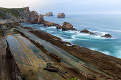 La Arnía beach (bienve958) Tags: liencres santander cantabria españa es laarnía playa beach acantilados cliffs islotes rocas rocks marcantabrico atlantico largaexposición longexposure filter haida polarizador