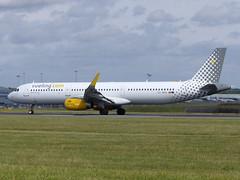 A321 EC-MQB (gulfstreamchaser) Tags: ecmqb airbus a321 vueling sharklets eggw ltn luton