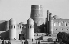 khiva (thomasw.) Tags: khiva chiva uzbekistan usbekistan zentralasien centralasia travel analog minolta bw sw bn grain
