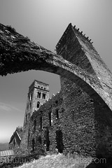 Monasterio San Pere de Rodas en Girona, Cataluña (Iñigo Escalante) Tags: cataluña girona gerona españa costa brava blanco y negro monasterio san pere roda roses black white church stone