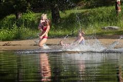 Family on the beach (VisitLakeland) Tags: vesileppis ranta uida biitsi kesä aurinkoinen luonto järvi beach swim summer finland lakeland lake water fun happy