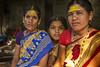 MAHAAKUTA: PORTRAIT DE FEMMES (pierre.arnoldi) Tags: inde india mahaakuta karnataka badami portraitdefemme canon tamron pierrearnoldi photoderue photooriginale photocouleur photodevoyage