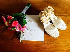 Une belle journée. 😍 (fourmi_7) Tags: bouquet fleurs chaussure femme mariée union livredor mots amitié enfants