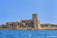 lecastella (DFG ph) Tags: crotone lecastella mare sea cielo sky water acqua calabria landscape panorami paesaggi muro torre