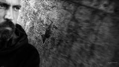 ... ed affronterò la vita a muso duro (Angelo Trapani) Tags: vita sguardo muso avversità coraggio forza lotta sopravvivenza necessità rabbia ostinazione carica liveportrait streetportrait street