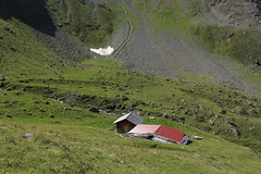 La Remointse (bulbocode909) Tags: valais suisse zinal vallondebarneuza valdanniviers laremointse alpages montagnes nature chalets névés neige vert rouge