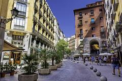 Cava de San Miguen y Arco de Cuchilleros; Madrid (jaime alvaro) Tags: madrid spain españa austrias nikon nikond7200 nikkor1755f28 arco arch arcodecuchilleros cavadesanmiguel plazamayor