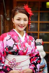 Kimono tourist (Eric Flexyourhead) Tags: higashiyama higashiyamaku 東山区 kyoto 京都市 kansai 関西地方 japan 日本 city urban street streetphotography portrait candid girl woman tourist cute kawaii かわいい smile smiling happy kimono 着物 colourful vibrant vivid shallowdepthoffield sonyalphaa7 zeisssonnartfe55mmf18za zeiss 55mmf18