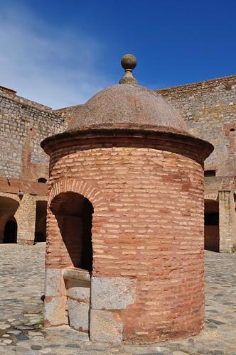 Le puits de la forteresse (XVe-XVIe), Salses, Corbières maritimes,   Roussillon, Occitanie, France.